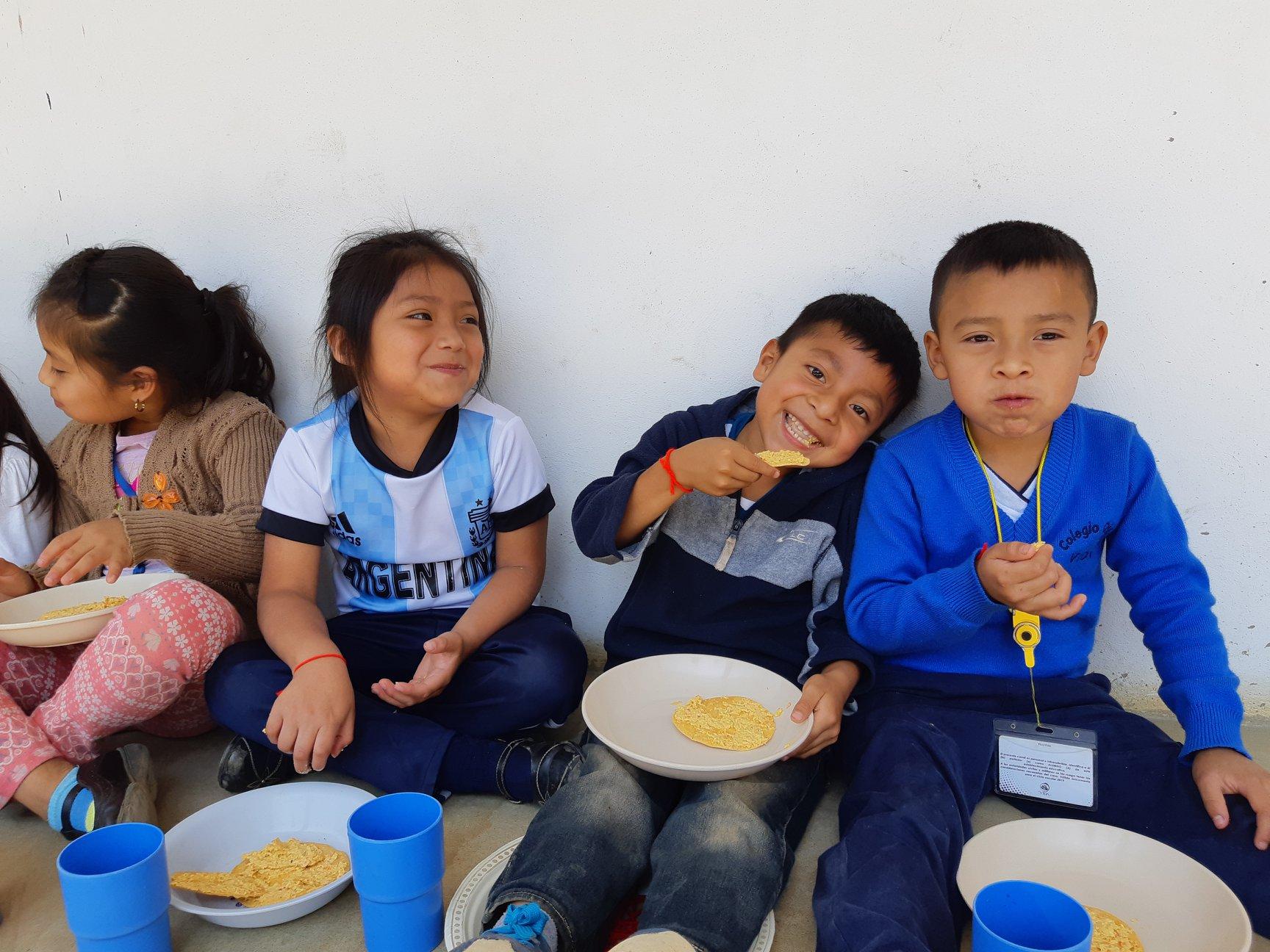 Vida students eating Tortillas