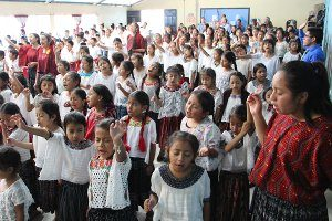 Vida Children in Worship