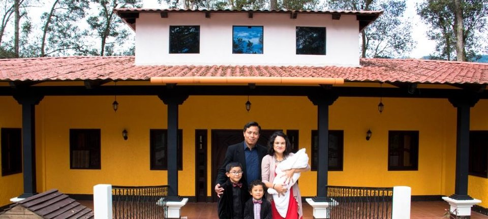 Vida Children's Home Directors Hector and Ericka with their family